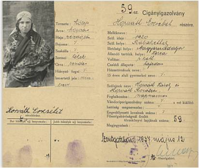 """""""Cigányigazolvány"""" fényképpel és ujjlenyomatokkal. A osztrák-magyar határ menti Szentgotthárdon állították ki, 1937-ben . Bársony János, történész gyűjteményéből, Budapest"""